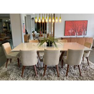 Sala de Jantar com Mesa e Oito Cadeiras Completa 45